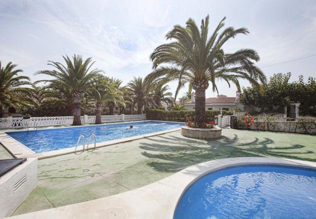 Casa en Peñiscola - Amplia casa con jardín, parking y barbacoa.