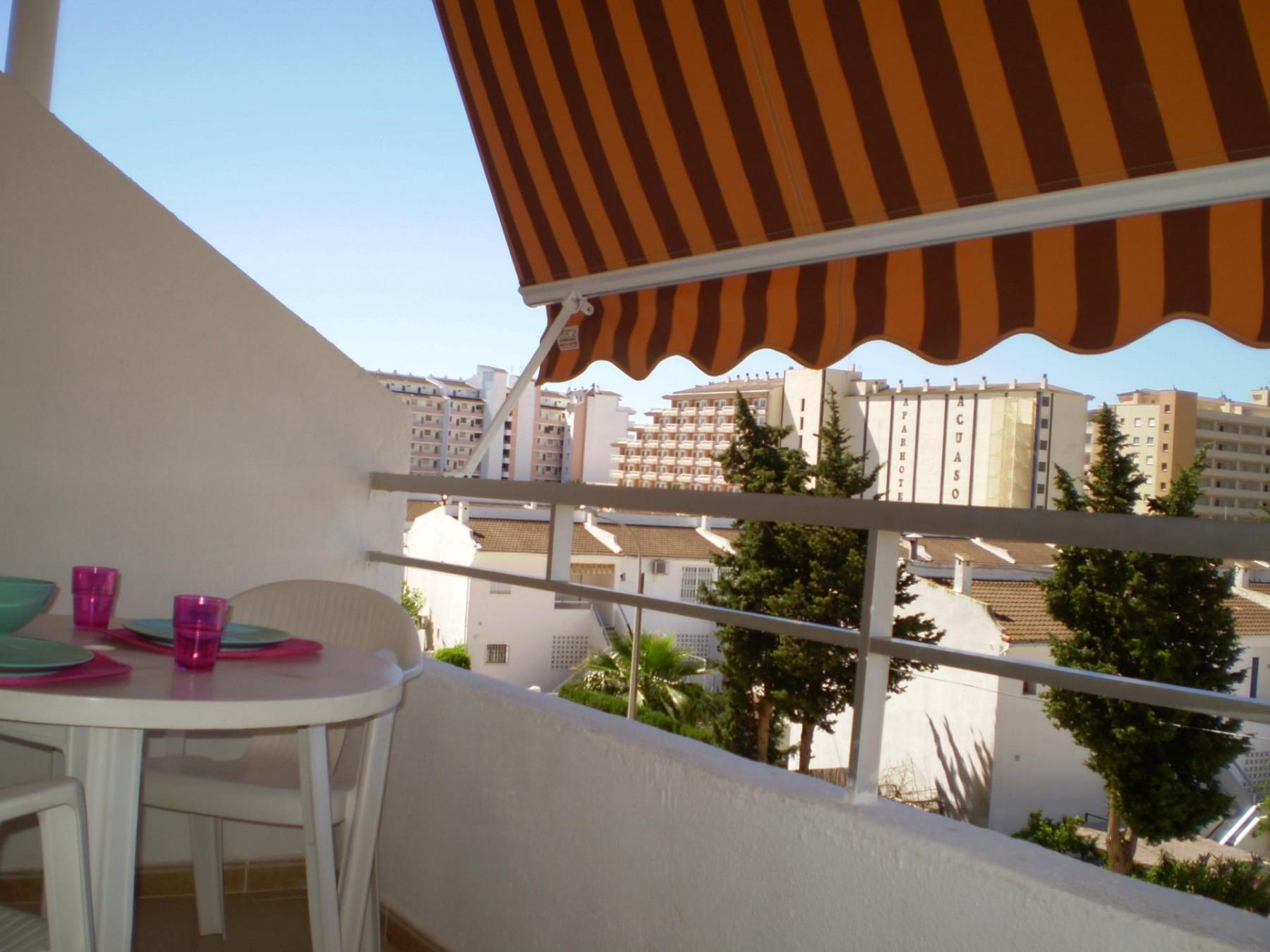 Apartamentos en pe iscola apartamentos cerca de la playa for Apartamentos con piscina y playa